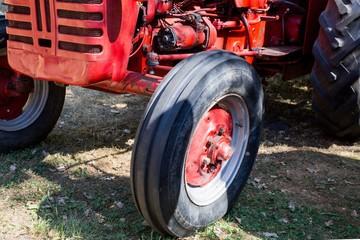 Vorderrad/ Vorderreifen  von altem Trecker / Traktor, Oldtimer