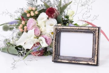 花束と写真立て