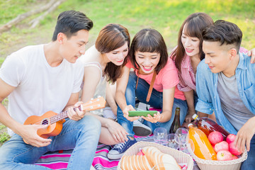 people happy at a picnic