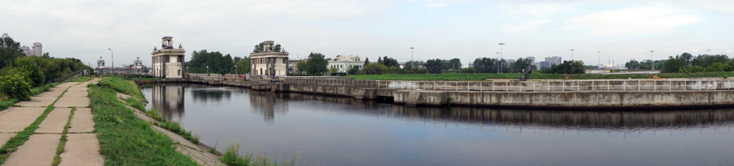 Papiers peints Canal Gateway on the canal