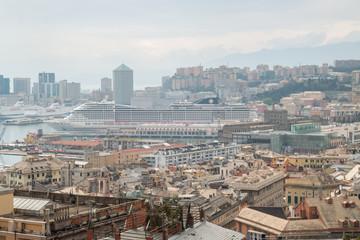 Panorama di Genova all'arrivo dell'ascensore Castelletto Levante, Liguria, Italia