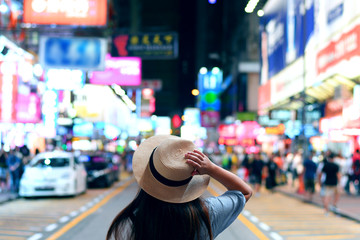 Tourist is enjoy traveling in famous night market in Mong Kok, Hong Kong. Fotomurales
