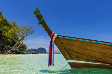 Long tail-Boot auf Bamboo-Island, Thailand Wall mural