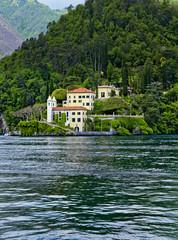 Panoramablick vom Comer See auf die Villa del Balbaniello