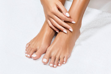 Photo sur Plexiglas Pedicure Beautiful female feet with perfect manicure.