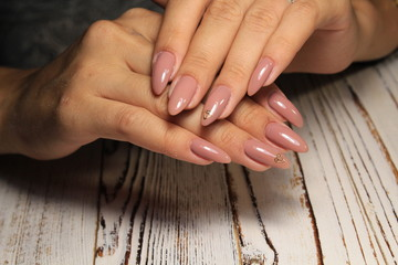 Fashionable manicure colors