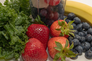 Close Up Portable Juicer Cup Strawberries, Blueberries and Fruit