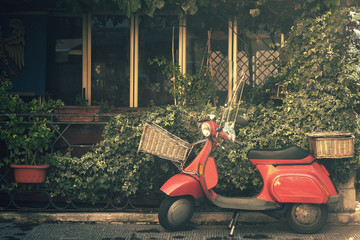 Foto op Plexiglas Scooter red vintage scooter, traditional transport holiday in italy