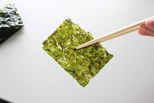 Deep Fried Green Seaweed Thin Chips Crispy Snack of nori