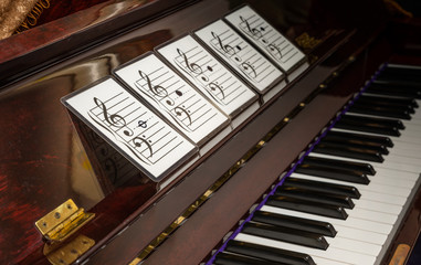 Music note on flash cards