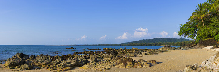 Strandlandschaft am Silent beach in Khao lak, Thailand