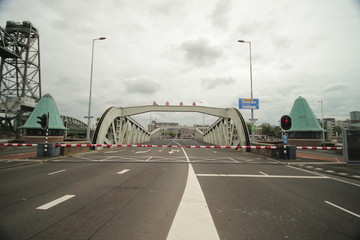 koninginnebrug, bridge between Island named Noordereiland and the south of Rotterdam opens