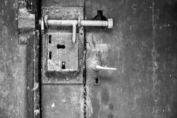 Closing mechanism on an old wooden door