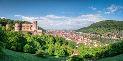 Heidelberg am Neckar mit historischer Altstadt und Schloss