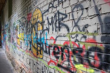 Graffiti in einer historischen Gasse in der Altstadt von Waiblingen
