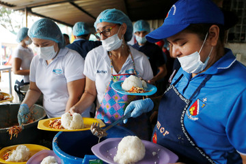 Women serve food in a refuge for Venezuelan immigrants in Cucuta