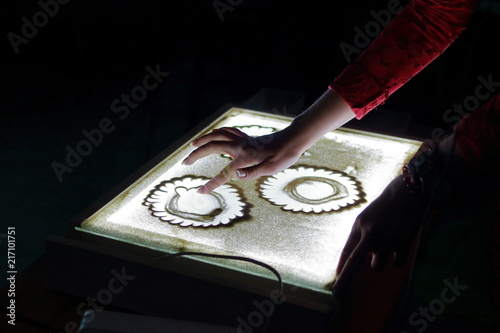 Sand Animation Hands S Draw Paint An Ilration With On Light Table