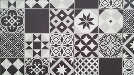 beautiful white black mosaic bring vintage style into wall decor