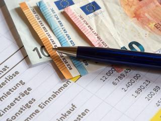 Kugelschreiber mit Geldscheinen