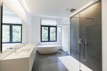 Bathtub in corian, Faucet and shower