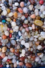 pietre colorate per collane