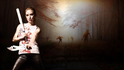 Frau mit Machete und Baseballschläger vor schaurigem Wald mit Zombies