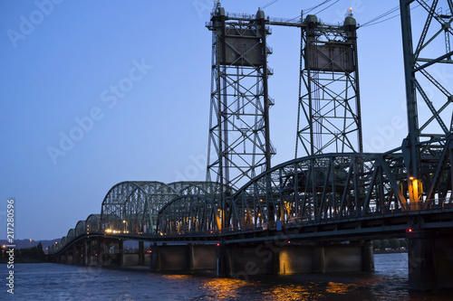 Arched sectional lifting Columbia River Interstate Bridge