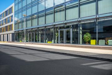 Straße Fußgängerweg Bürogebäude