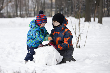 Brothers play winter games