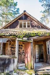 Verlassenes Haus in Wald
