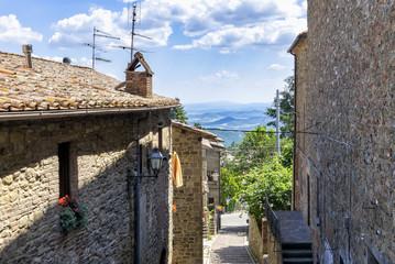 Gassen und Bruchsteinarchitektur in Castel Rigone - Umbrien