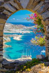 Photo sur Aluminium Europe Méditérranéenne Mykonos port with boats and windmills, Cyclades islands, Greece