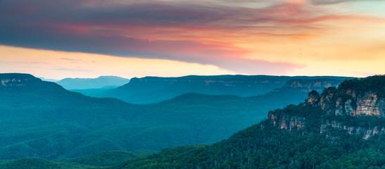 Photo sur Plexiglas Bleu vert Evening Panorama of the Blue Mountains Australia