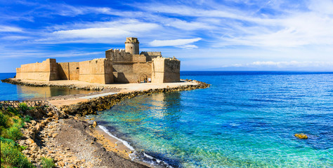 Le Castella .Isola di Capo Rizzuto - amazing castle and beautiful sea in Calabria, Italy Fototapete