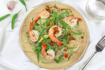 Stir-fried vermicelli with shrimp and climbing wattle vegetable