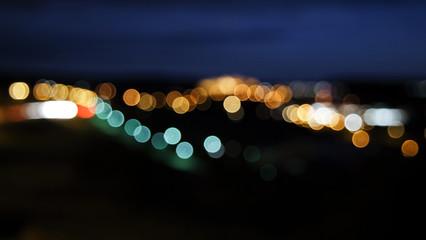 Unscharfer Hintergund Kreise von Auto Lichtern verwaschen bei Nacht
