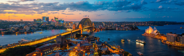 Photo sur Plexiglas Sydney Panorama of Sydney harbour and bridge in Sydney city