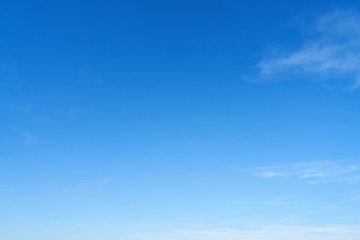 Leerer blauer Himmel als Wetter Hintergrund