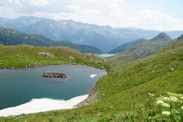 hochalpine Seenlandschaft