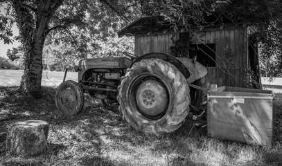 MEDOC (France), vieux tracteur agricole