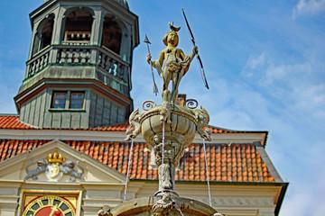 Lüneburg: Lunabrunnen von 1532 vor Rathaus (Niedersachsen)