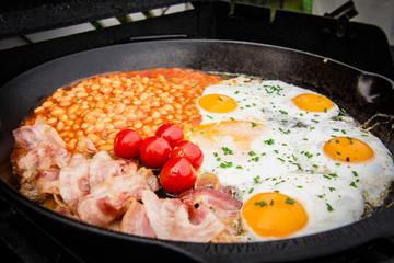 englisches Frühstück, Bohnen,Eier,Bacon