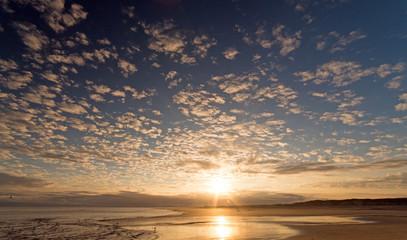 Wall Mural - Nordsee, Strand auf Langenoog, Wanderung am Abend: Dünen, Meer, Ebbe, Watt, Wanderung, Entspannung, Ruhe, Erholung, Ferien, Urlaub, Meditation :)