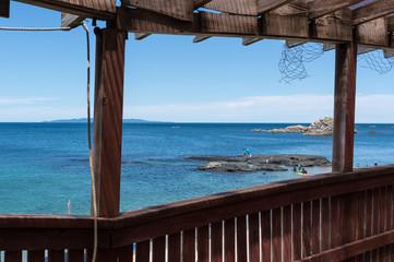 海の家のテラスから観る青い海