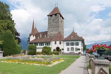 Fototapeten Schloss historisches Schloss Spiez mit Schlossgarten, Berner Oberland Schweiz