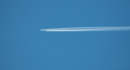 Clear day contrail