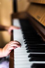 Klavier Hände kind