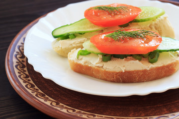 Sandwich with cream cheese and vegetables.
