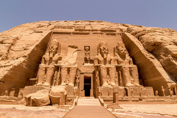 Photo sur Toile Con. ancienne The Front of the Abu Simbel Temple, Aswan, Egypt, Africa
