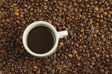 Café en grano recién tostado